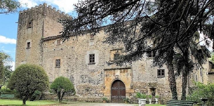 El Palacio medieval de Doriga, en venta