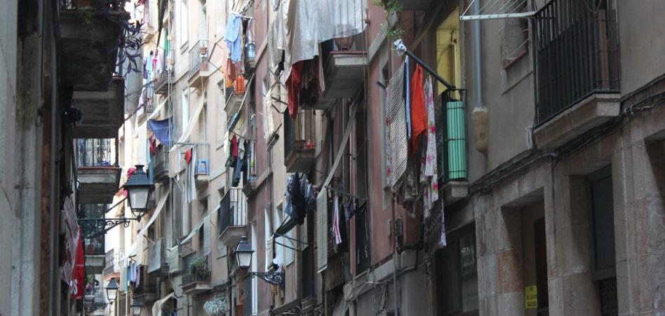 El Ayuntamiento de Barcelona se reserva el derecho de compra de 47 edificios del Raval