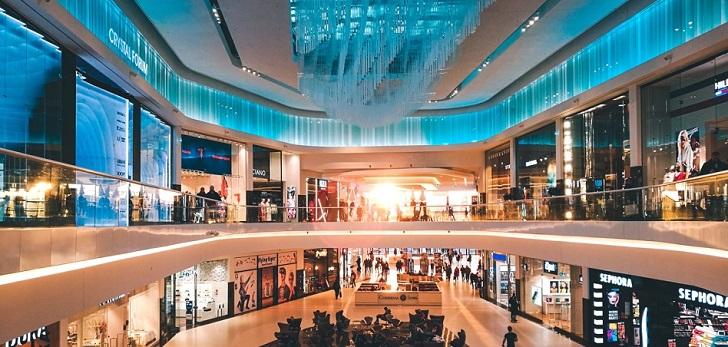 La afluencia en los centros comerciales sigue sin remontar: cae un 3,8% en marzo