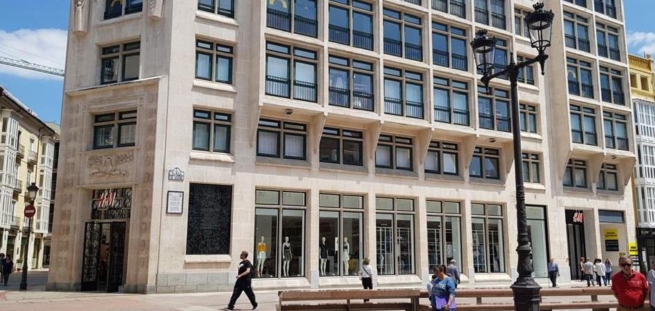 El dueño de Mango se desprende de ladrillo: vende a la mutua de los abogados un local alquilado a H&M por 12,6 millones