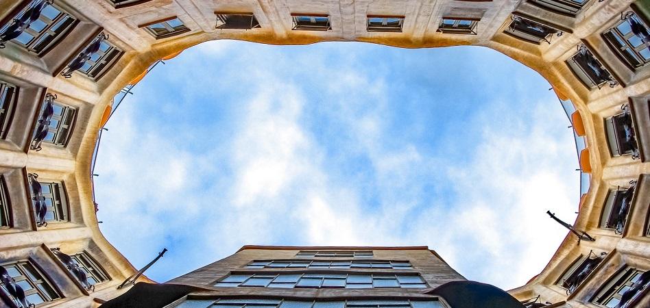 Quonia firma un préstamo de 1,5 millones para la reforma de un edificio en Sevilla