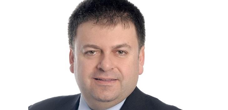 """Santiago Carbó (Funcas): """"El sector inmobiliario se va a retraer ampliamente y los precios caerán"""""""