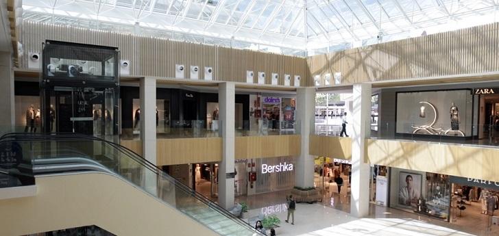 El centro comercial Marina Banús completa su reforma con una inversión de 5 millones