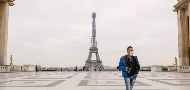 Francia declara el estado de emergencia sanitaria en París y ocho ciudades más