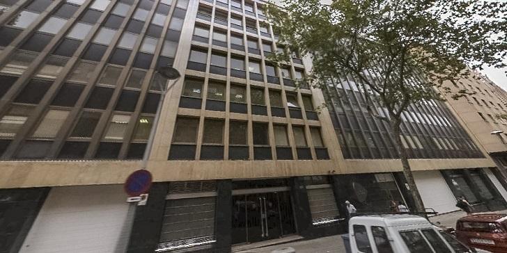 Lacer pone a la venta su histórica sede de Barcelona para vivienda
