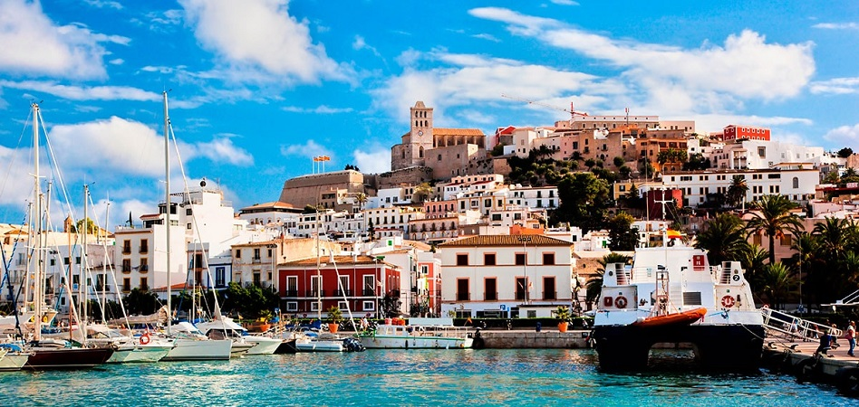 Ibiza está de moda: supera a Barcelona y Sant Cugat y ya es la segunda ciudad más cara de España