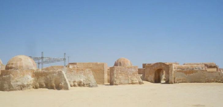 Kanye West ultima un poblado de Star Wars para los sintecho